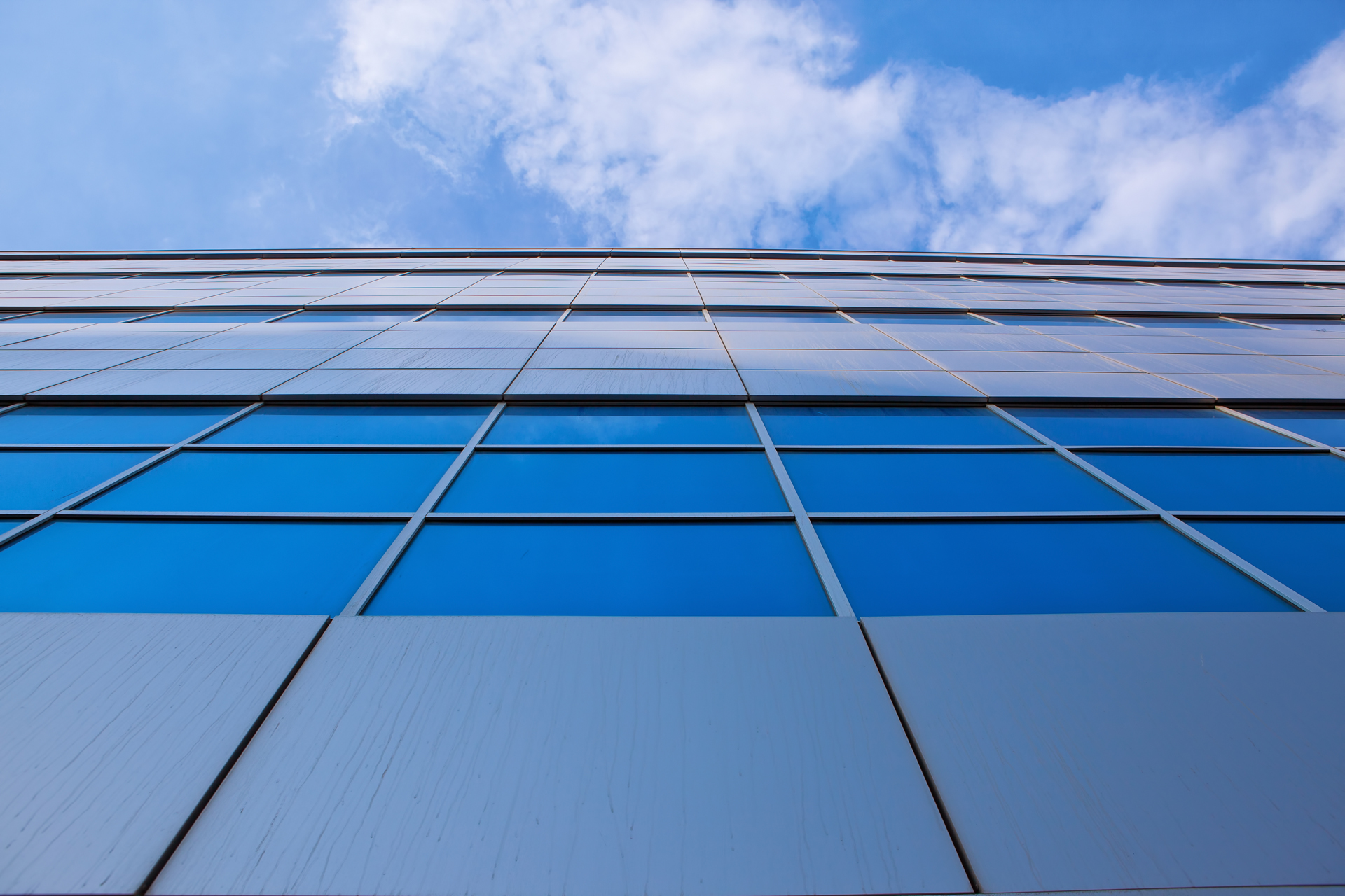stockvault-building-and-blue-sky138892.jpg - 1.07 MB
